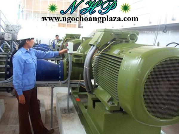 Thợ sửa máy bơm nước công nghiệp