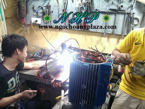 Thợ sửa máy bơm nước gia đình